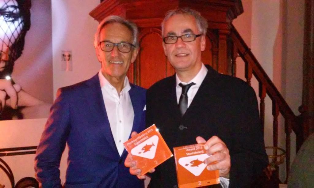 Geluksmakelaar John Kosterman met alg.dir. Frans van Steenis vd Staatsloterij.